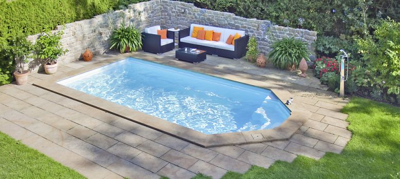 swimmingpool als fertigbecken beim fachh ndler nahe regensburg kaufen pools saunen haellmigk. Black Bedroom Furniture Sets. Home Design Ideas